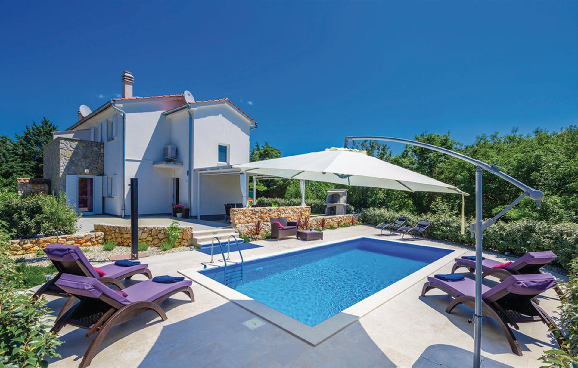 10801 Familien ferienhaus mit Pool, Beautiful and comfortable holiday home  with private pool in Kras, Island Krk, Croatia for 5 persons...