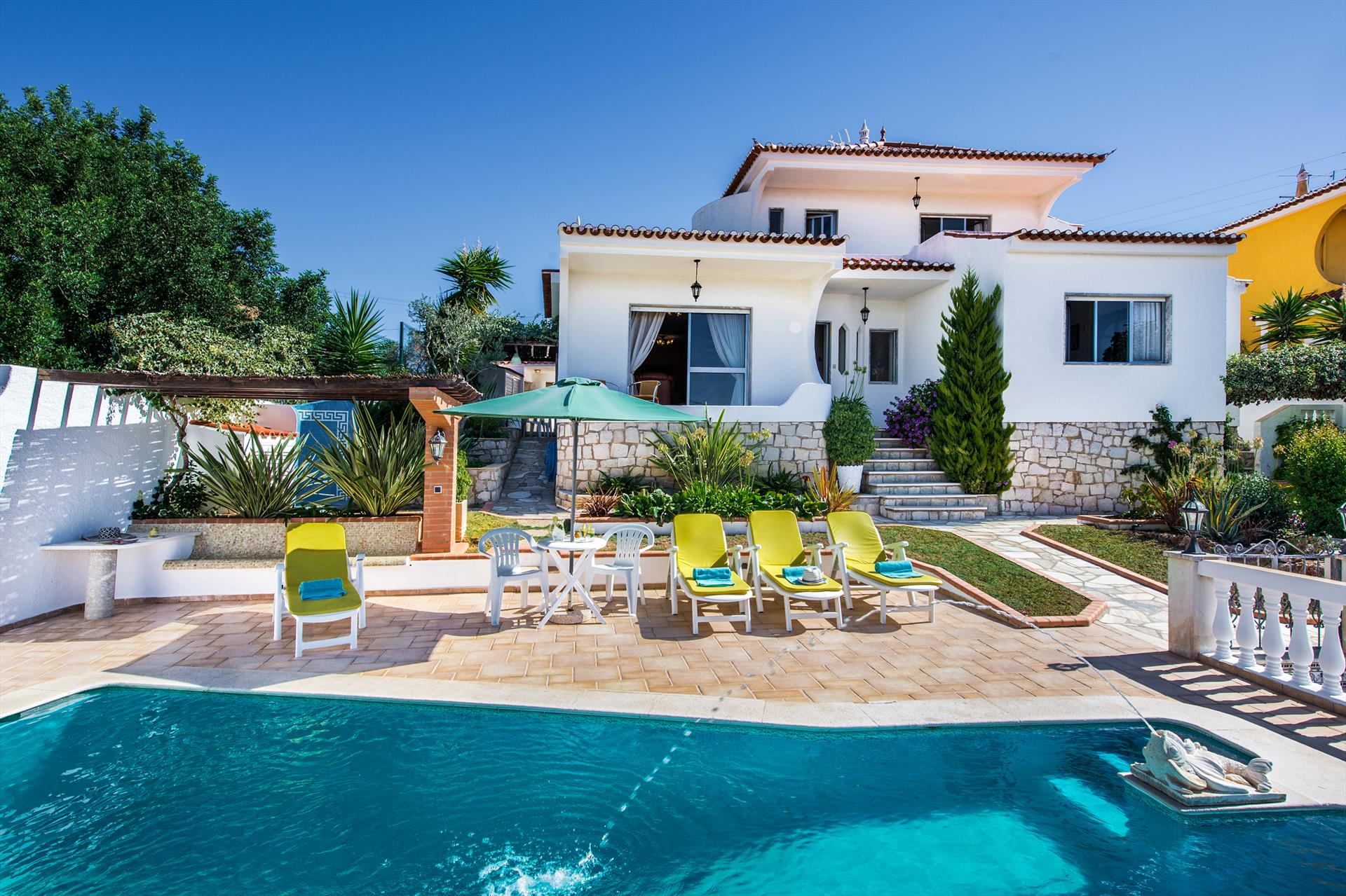 Albufeira villa ls105, Lovely and nice villa in Albufeira, on the Algarve, Portugal  with private pool for 7 persons...