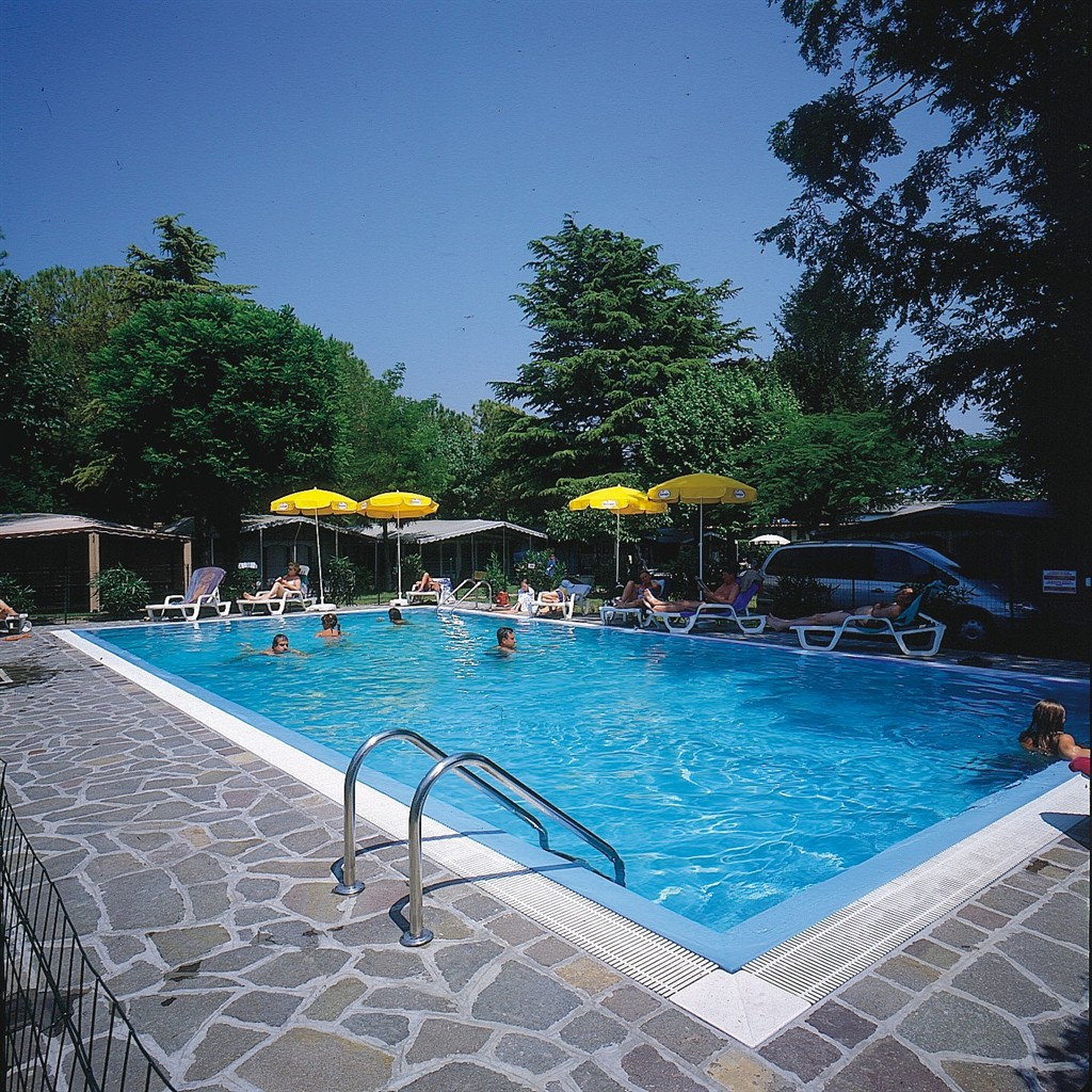Camping garden tourist, Apartment  with private pool in Manerba Del Garda -Bs-, Lago di Garda, Italy for 4 persons...