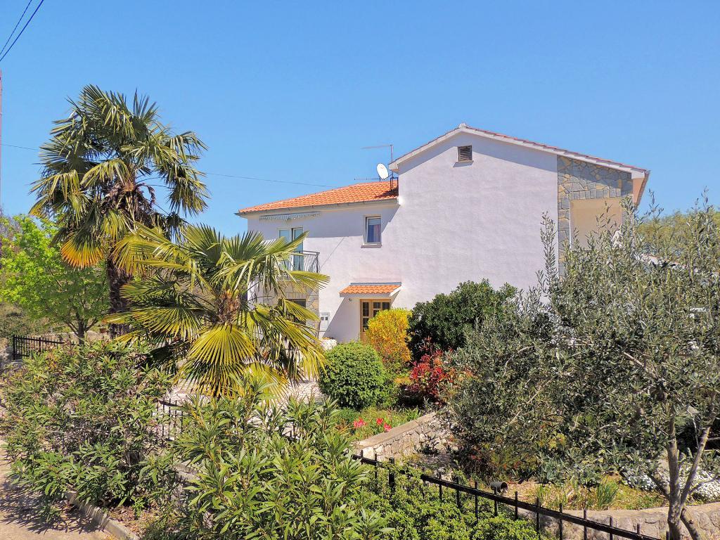 Spacious apartment - swimming pool, private terrace, parking place, barbecue,Mooi en leuk appartement in Brzac, Island Krk, Kroatië  met gemeenschappelijk zwembad voor 5 personen...