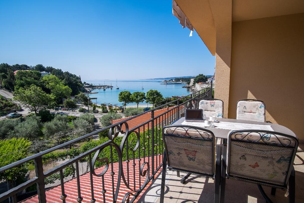Attractive modern apartment - private balcony, private parking, sea view, barbecue area, Modern and comfortable apartment in Krk, Island Krk, Croatia for 3 persons...