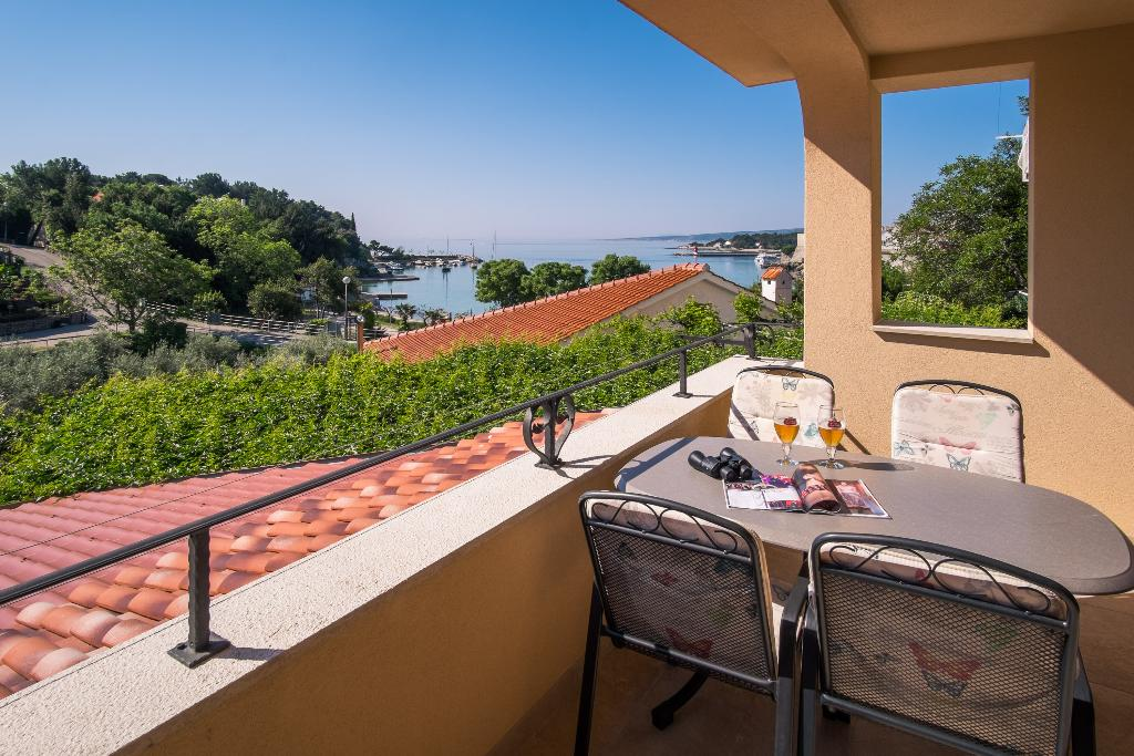 Attractive modern apartment - private balcony, private parking, beautiful sea view, barbecue area, Modern and comfortable apartment in Krk, Island Krk, Croatia for 4 persons...