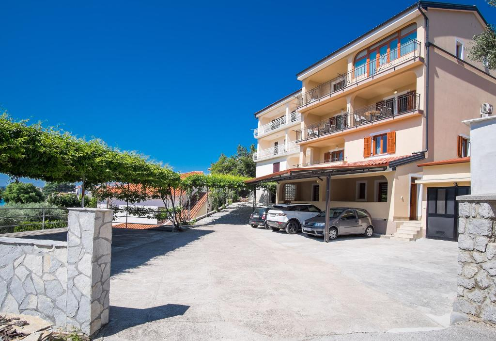 Attractive couple studio - private terrace, private parking, beautiful sea view, barbecue area, Modern and cheerful studio in Krk, Island Krk, Croatia for 2 persons...