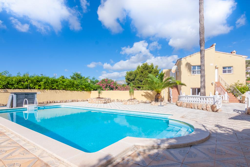 Natacha 6, Villa with private pool in Calpe, on the Costa Blanca, Spain for 6 persons. The villa is situated in a hilly and residential.....
