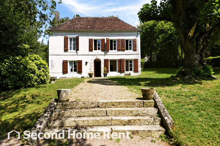 Gite Bourgogne, Large and comfortable holiday home  with private pool in Treigny, Burgundy, France for 23 persons.....