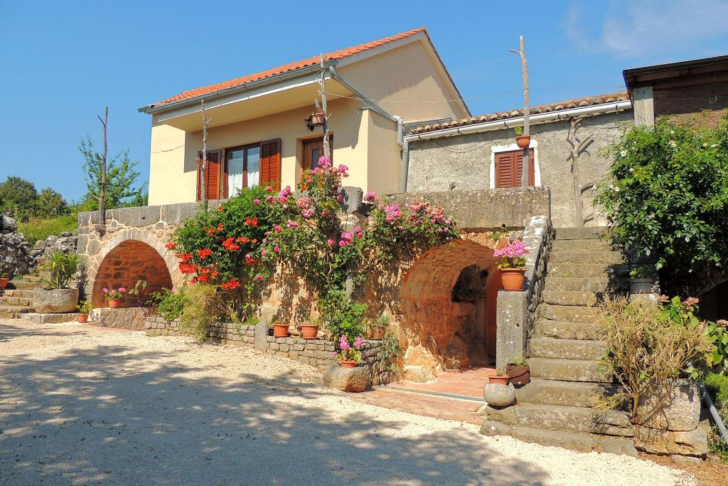 Rustic and cheerful apartment - barbecue area, private parking, terrace, garden,Rustic and cheerful apartment in Zgaljic, Island Krk, Croatia for 4 persons...