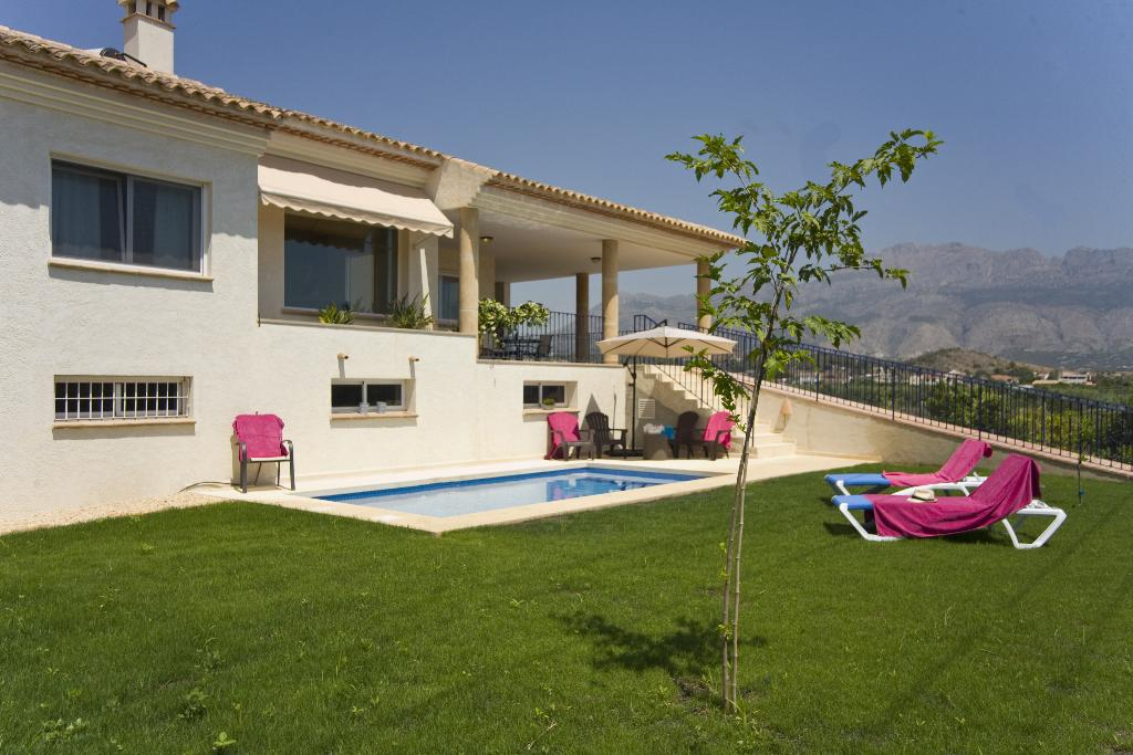 ALTEA, Rustic and comfortable villa  with private pool in Altea, on the Costa Blanca, Spain for 6 persons.....