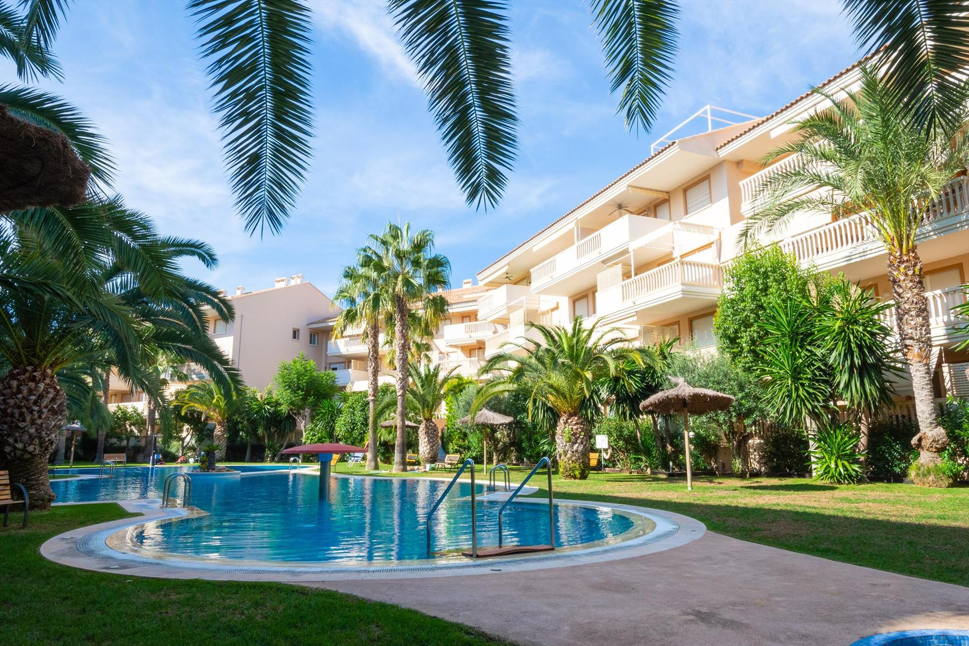 NouFontana, Beautiful and cheerful apartment in Javea, on the Costa Blanca, Spain  with communal pool for 4 persons.....
