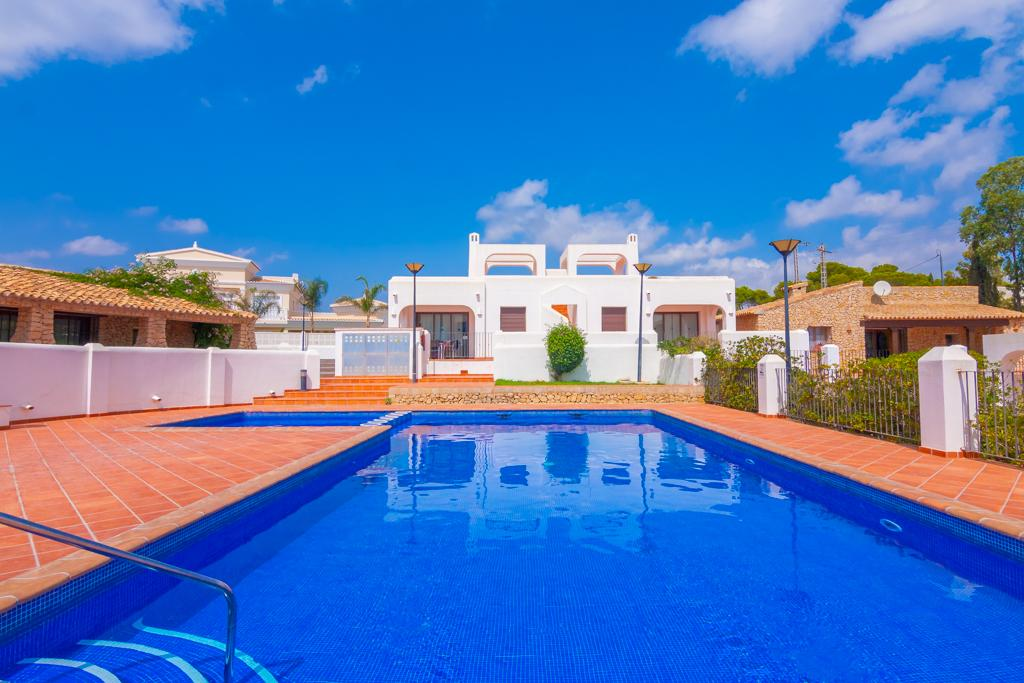 Pinarmar 4, Beautiful and comfortable holiday home in Calpe, on the Costa Blanca, Spain  with communal pool for 4 persons...