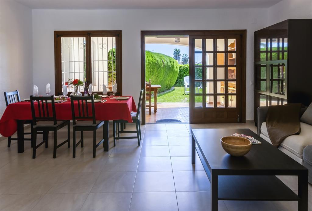 Apartment:Manola
