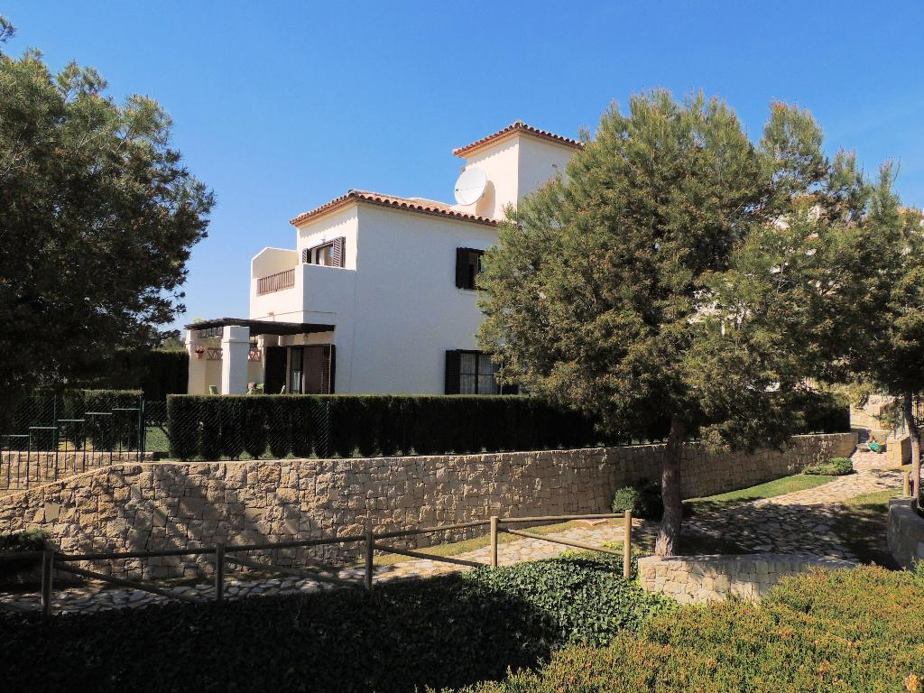 Los Olivos,Modern and comfortable villa  with communal pool in Benidorm, on the Costa Blanca, Spain for 6 persons.....