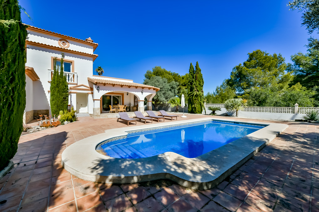 Villa Angeles, Beautiful and comfortable villa  with private pool in Calpe, on the Costa Blanca, Spain for 6 persons.....