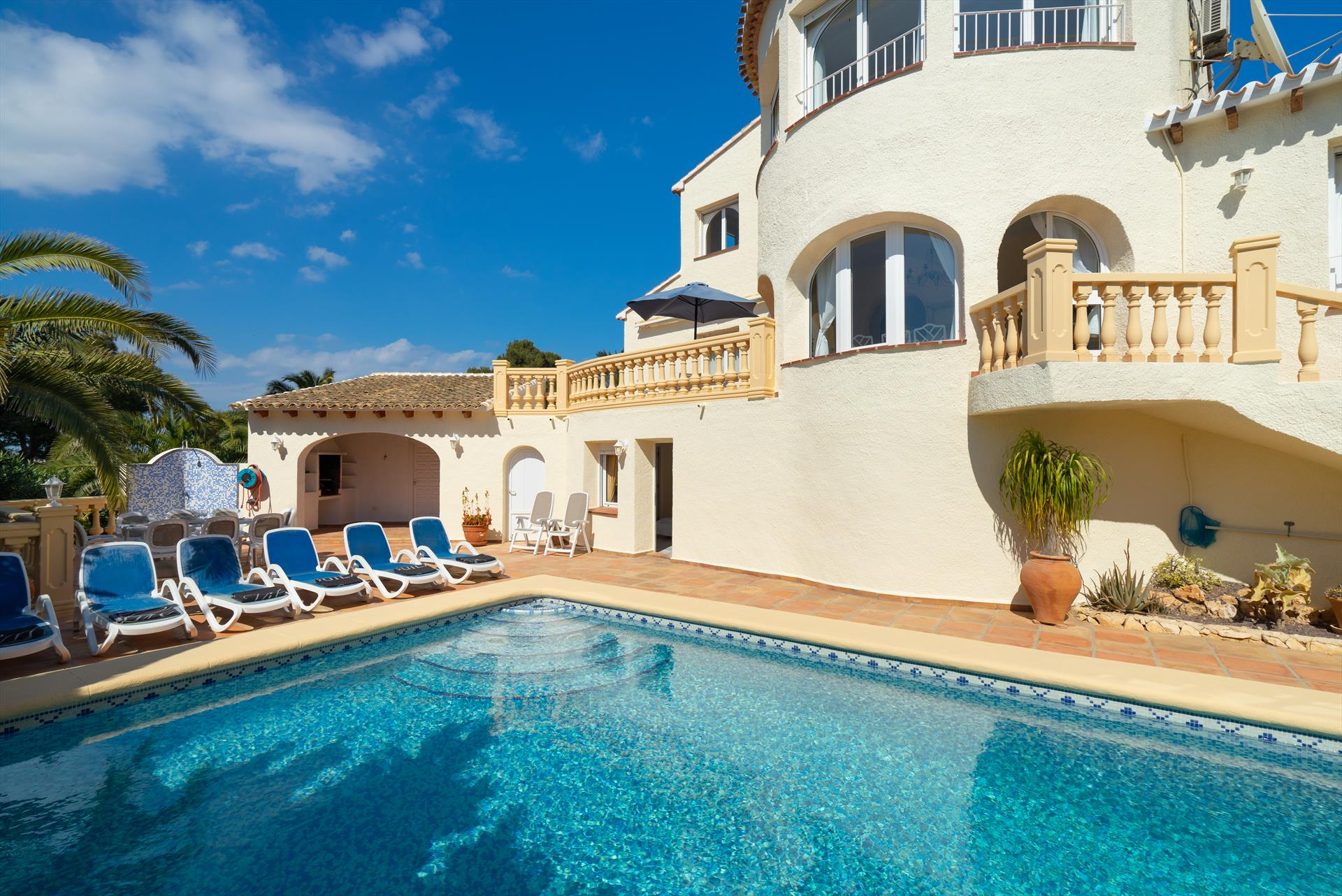 Villa Hermosa 6 pax, Classic and comfortable villa  with private pool in Javea, on the Costa Blanca, Spain for 6 persons...