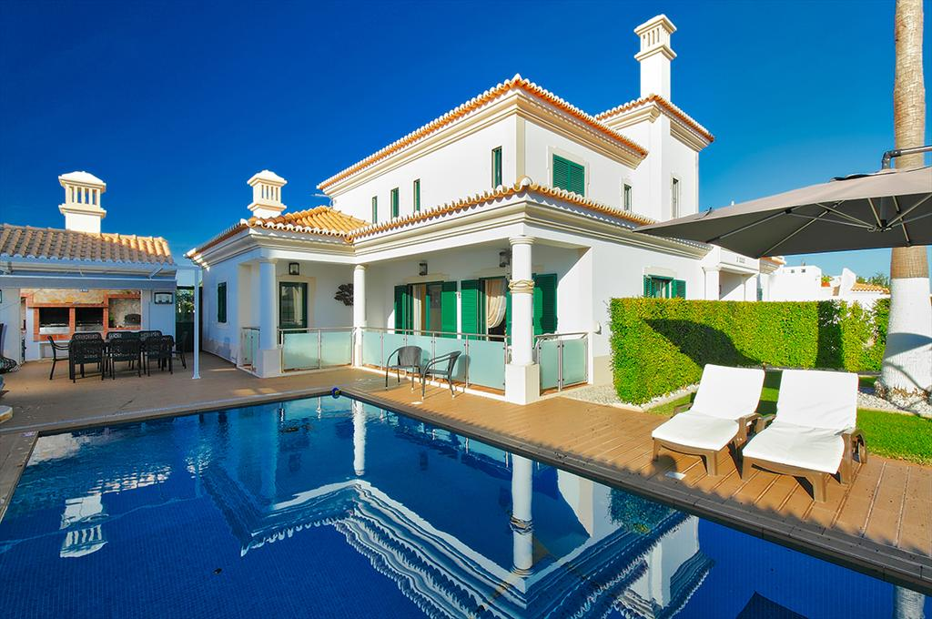 Villa Albufeira LS228, Modern and nice villa  with private pool in Albufeira, on the Algarve, Portugal for 8 persons...