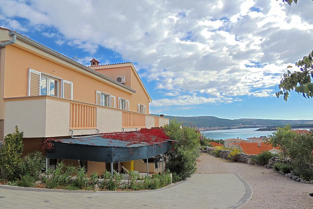 Modern family apartment - sea view, private parking, private terrace/balcony, Liebliche und gemütliche Ferienwohnung in Kornić, Island Krk, Kroatien für 2 Personen...