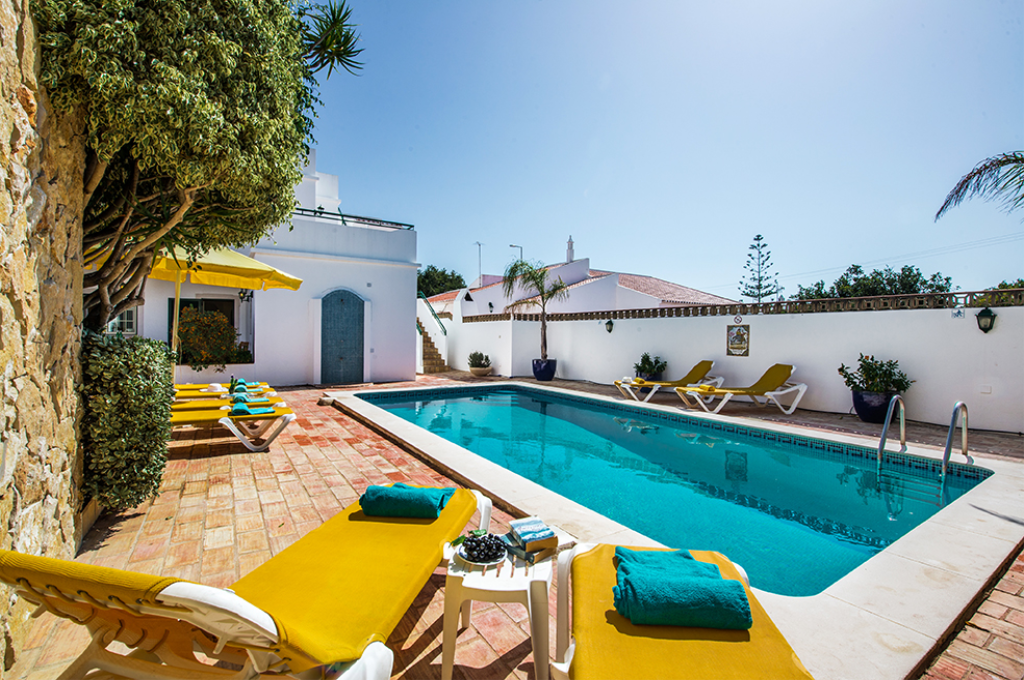 Rebela, Lovely and comfortable villa in Vale de Parra, on the Algarve, Portugal  with heated pool for 11 persons.....