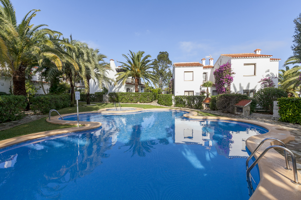 Bungalow venus,Beautiful and cheerful house  with communal pool in Denia, on the Costa Blanca, Spain for 6 persons...