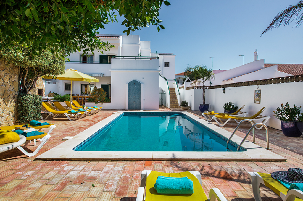 Rebela Ground floor, Beautiful and nice apartment in Albufeira, Portugal with communal pool. The apartment is situated in a residential beach.....