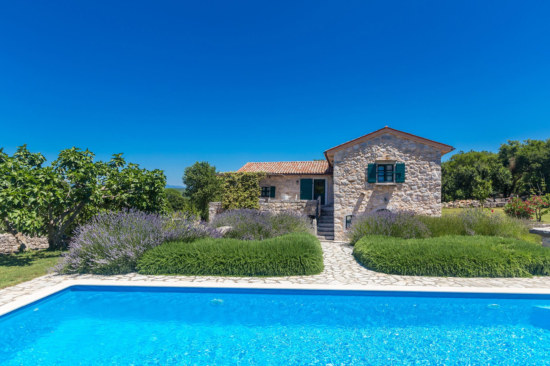 13201 Schöne rustikale romantische Villa, Beautiful and comfortable holiday home  with private pool in Malinska, Island Krk, Croatia for 6 persons...