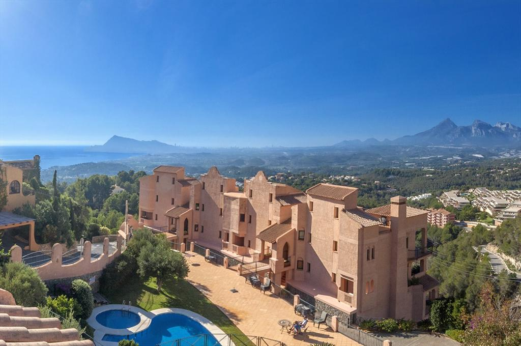Semiramis II, Wonderful and comfortable apartment in Altea, on the Costa Blanca, Spain  with communal pool for 6 persons.....