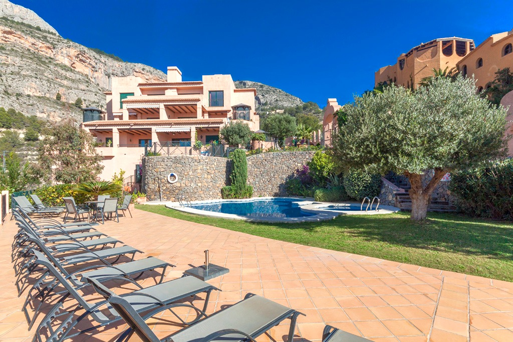Semiramis II Apartamento 2, Lovely and cheerful apartment  with communal pool in Altea, on the Costa Blanca, Spain for 5 persons.....