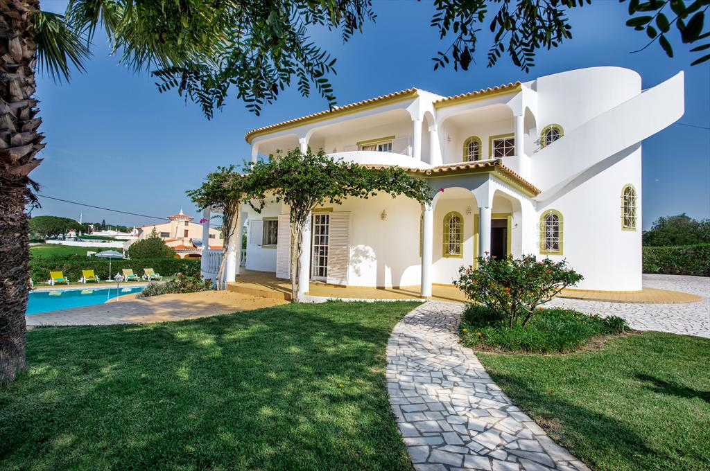 Marco Real, Large and nice villa  with private pool in Vale de Parra, on the Algarve, Portugal for 8 persons.....