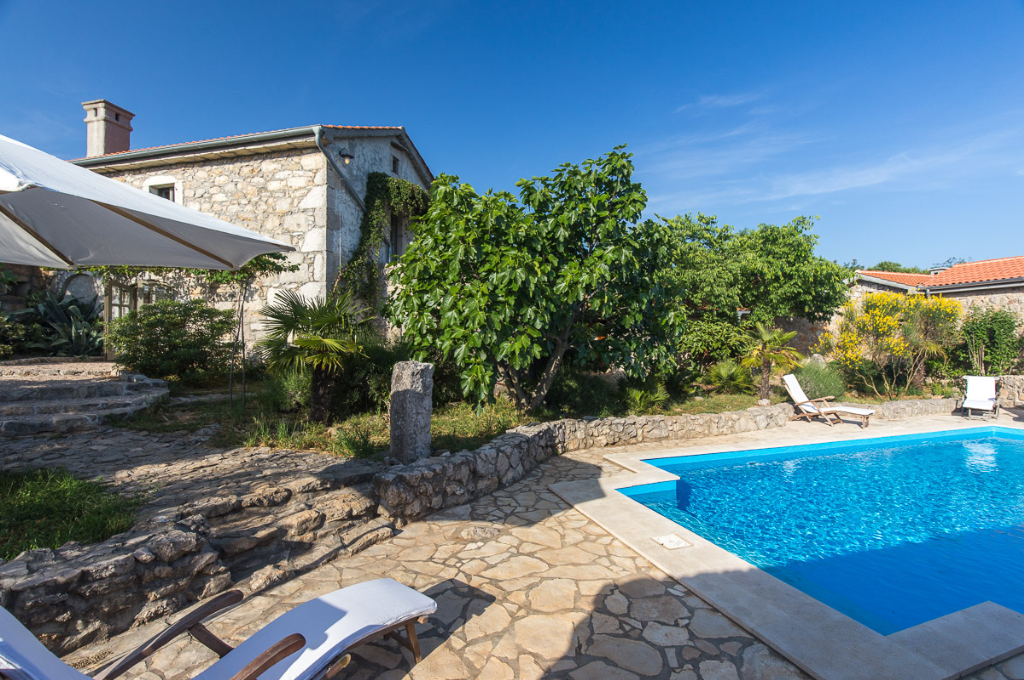 13301 Schönes Steinferienhaus mit Pool, Beautiful and comfortable holiday home  with private pool in Bajcici, Island Krk, Croatia for 6 persons...