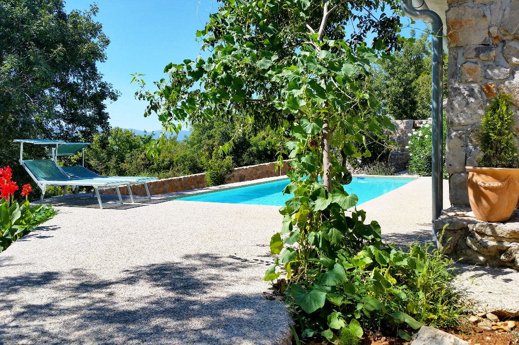 13302 Schönes Steinferienhaus mit Pool, Beautiful and comfortable holiday home in Bajcici, Island Krk, Croatia  with private pool for 4 persons...