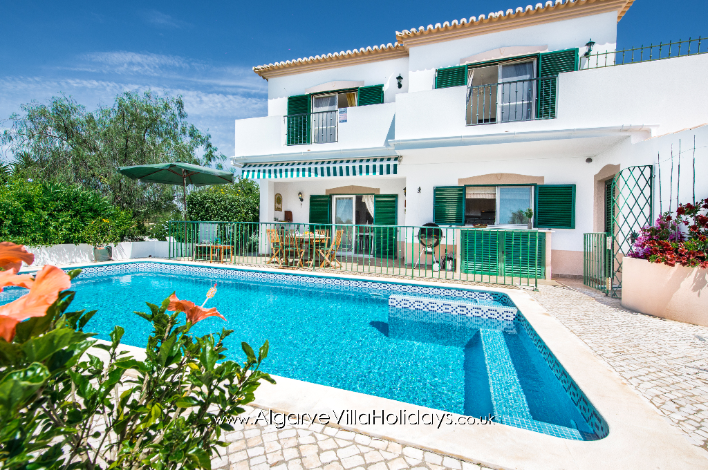 Alcantarilha, Lovely and comfortable villa in Alcantarilha, on the Algarve, Portugal with private pool for 5 persons. The villa is situated.....