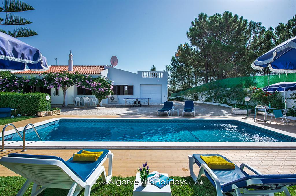 Beatriz, Beautiful and comfortable villa in Sesmarias, on the Algarve, Portugal with private pool for 6 persons. The villa is situated.....