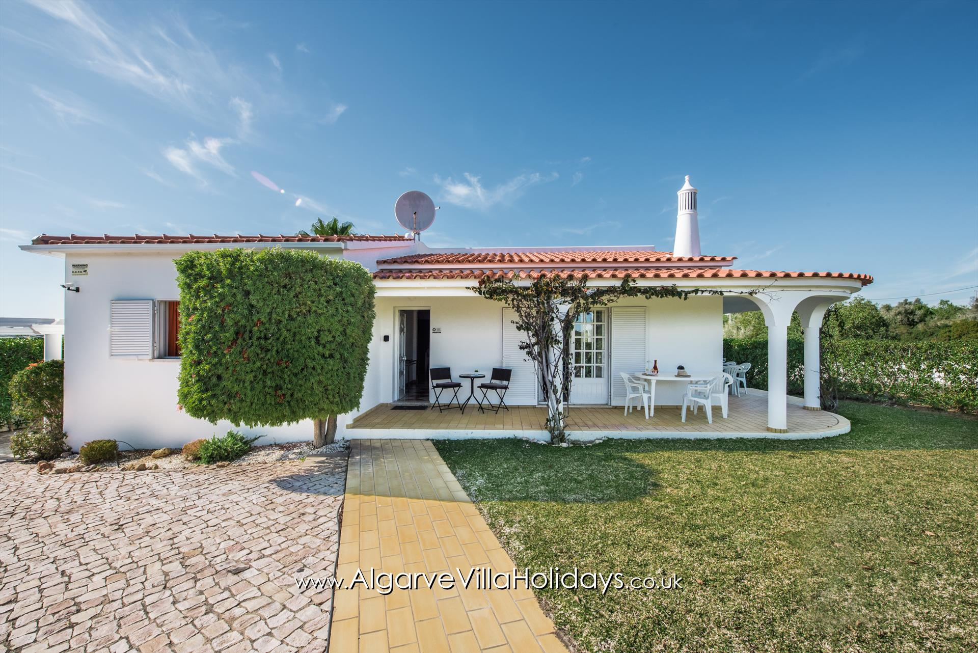 Barrancos, Lovely and classic villa in Guia, on the Algarve, Portugal with private pool for 6 persons. The villa is situated in a rural.....