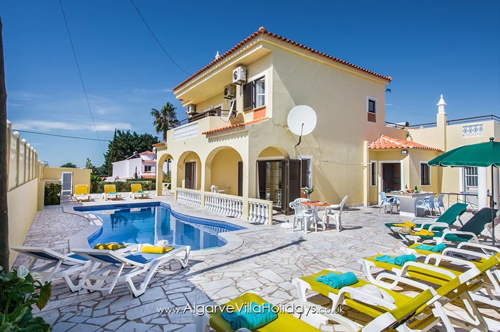 Duarte, Large and comfortable villa in São Rafael, on the Algarve, Portugal with private pool for 12 persons. The villa is.....