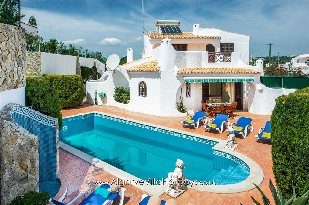 Amizade, Lovely and comfortable villa in Sesmarias, on the Algarve, Portugal with private pool for 6 persons. The villa is situated.....