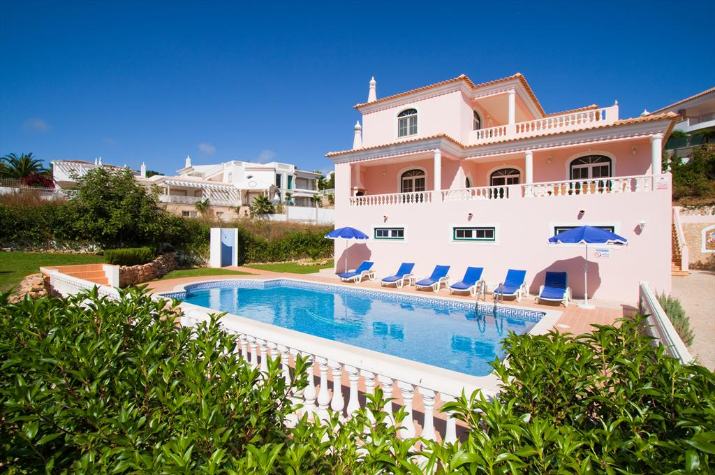 Harmonia, Lovely and cheerful villa with private pool in Vale de Parra, on the Algarve, Portugal for 7 persons. The villa is situated.....