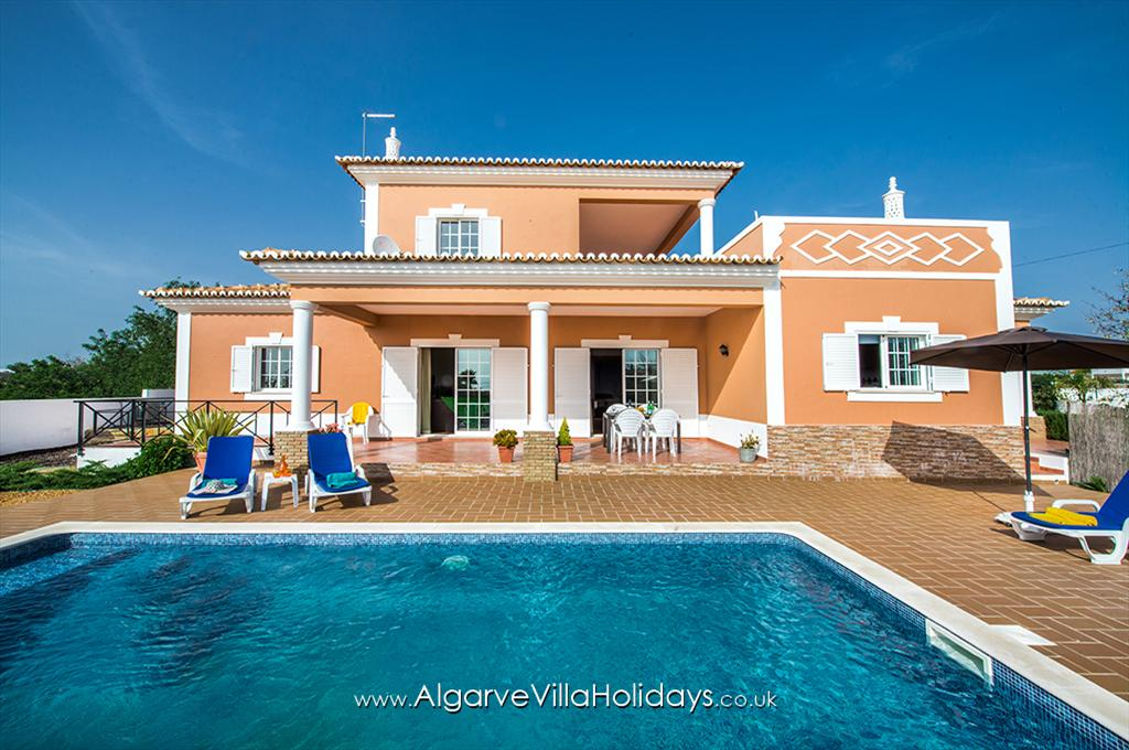 Laura, Lovely and nice villa in Vale de Parra, on the Algarve, Portugal with private pool for 6 persons. The villa is situated.....