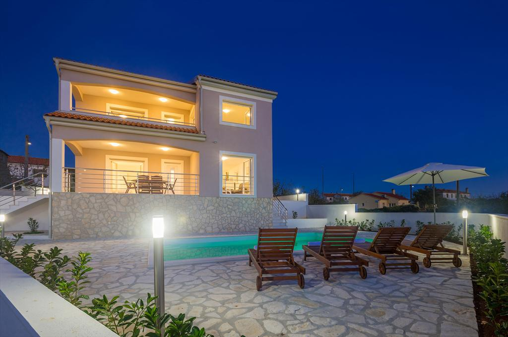 13401 Luxuriös Ferienhaus mit Pool für 8 bis 10 Personen, Beautiful and comfortable holiday home in Linardici, Island Krk, Croatia  with private pool for 10 persons...