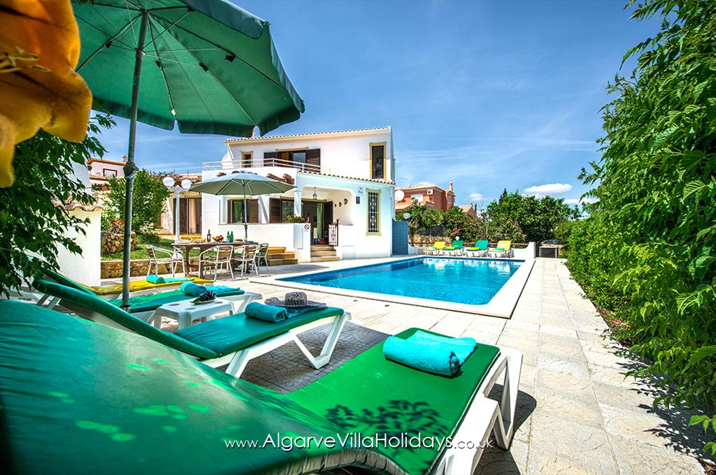 Barros, Lovely and comfortable villa in Galé, on the Algarve, Portugal with private pool for 8 persons. The villa is situated.....