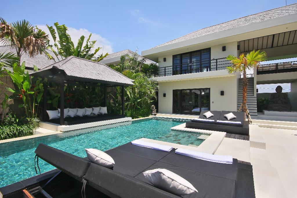 Body 4 pax, Large and luxury villa in Canggu, Bali, Indonesia  with private pool for 4 persons...