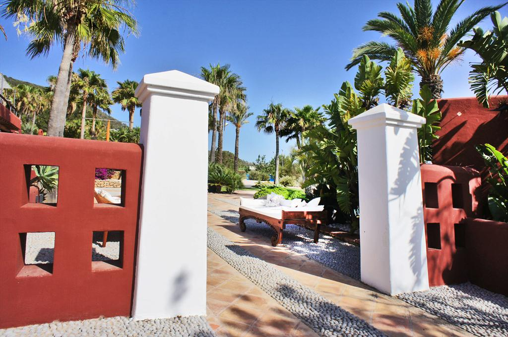 Cana punt,Large and comfortable villa  with private pool in Cala Jondal, Ibiza, Spain for 8 persons...