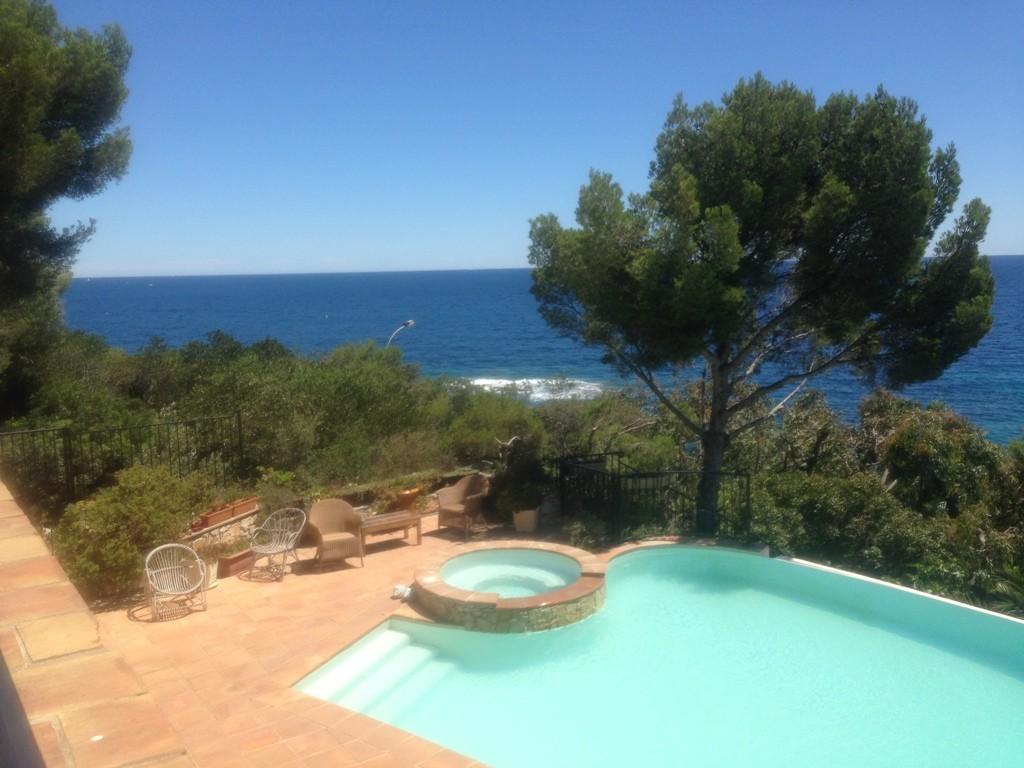 Le clapotis,Villa à Saint Aygulf, sur la Cote d'Azur, France  avec piscine privée pour 8 personnes...