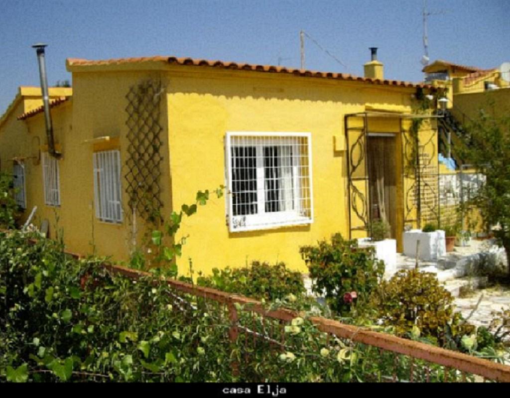 Elja,Vivienda de vacaciones en Torrent, en la Costa Blanca, España  con piscina privada para 4 personas...