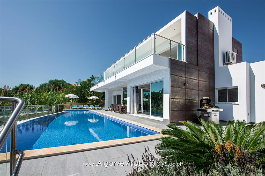 Vista Mar, Wonderful and luxury villa with private pool in Sesmarias, on the Algarve, Portugal for 10 persons. The villa is situated.....