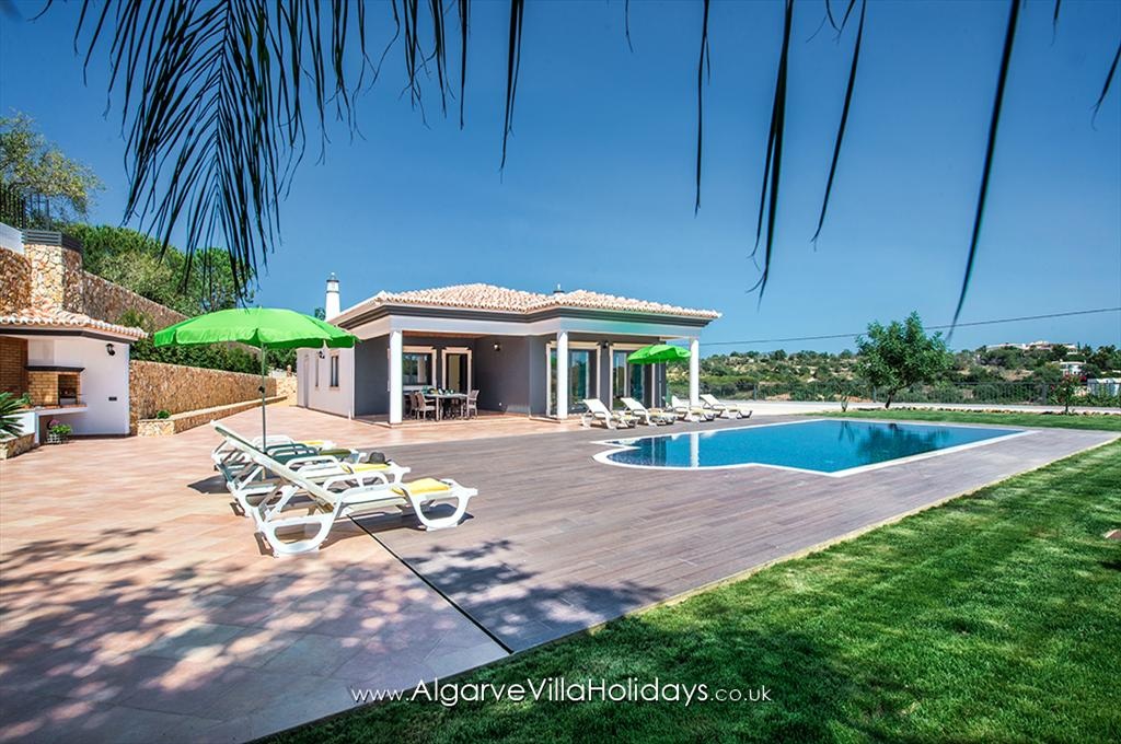 Monte dos avós, Beautiful and romantic villa in Vale de Parra, on the Algarve, Portugal with private pool for 8 persons. The villa is situated.....