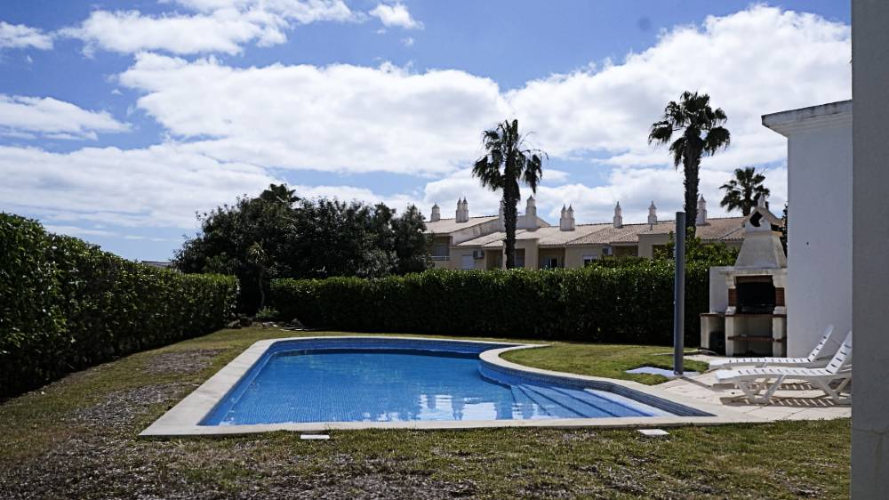 Vale Rabelho 2, Classic and nice holiday home in Vale de Parra, on the Algarve, Portugal with communal pool for 6 persons. The holiday home.....