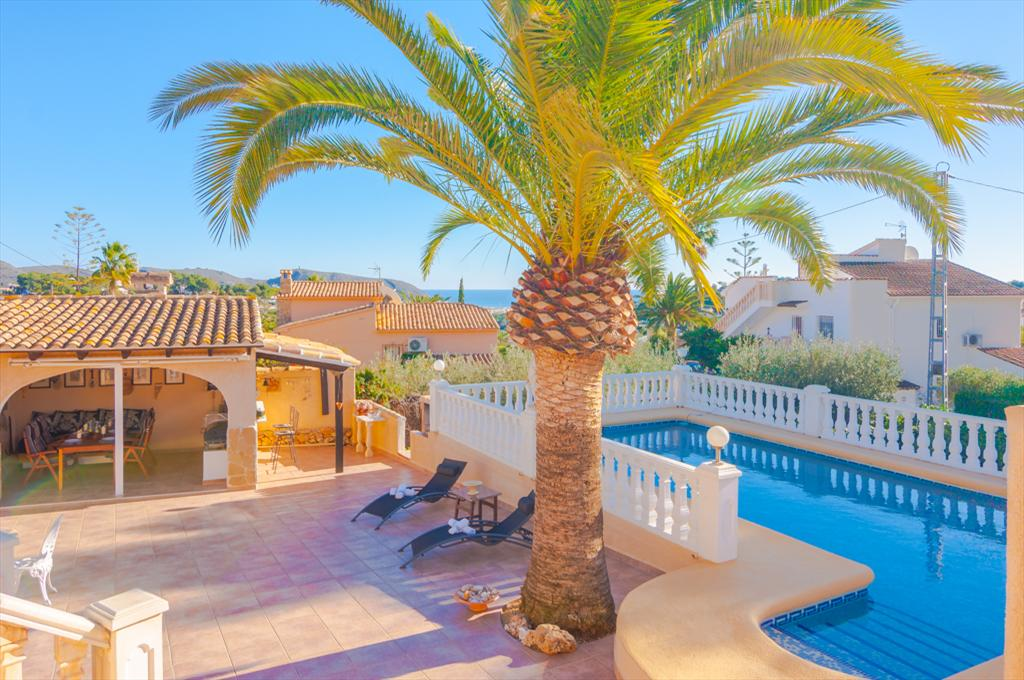 Arabesque 4,Beautiful villa with private pool in Moraira for 4 persons, for a nice holiday on the Costa Blanca with family or friends......
