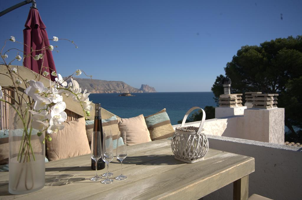 Apartment Penthouse Torre de Cap, Lovely and comfortable penthouse in Altea, with incredible seaviews, indoor on the Costa Blanca, Spain for 6 persons. The.....