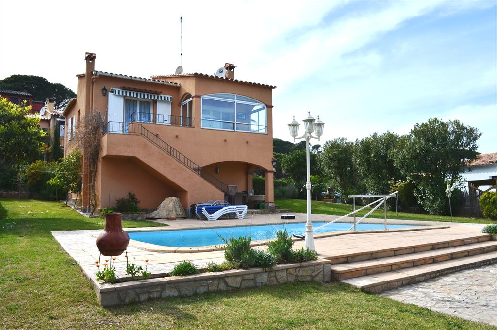 ES LLEO TRANQUIL casa con piscina privada y vistas al mar, Rustic and comfortable villa in Begur, on the Costa Brava, Spain  with private pool for 8 persons.....