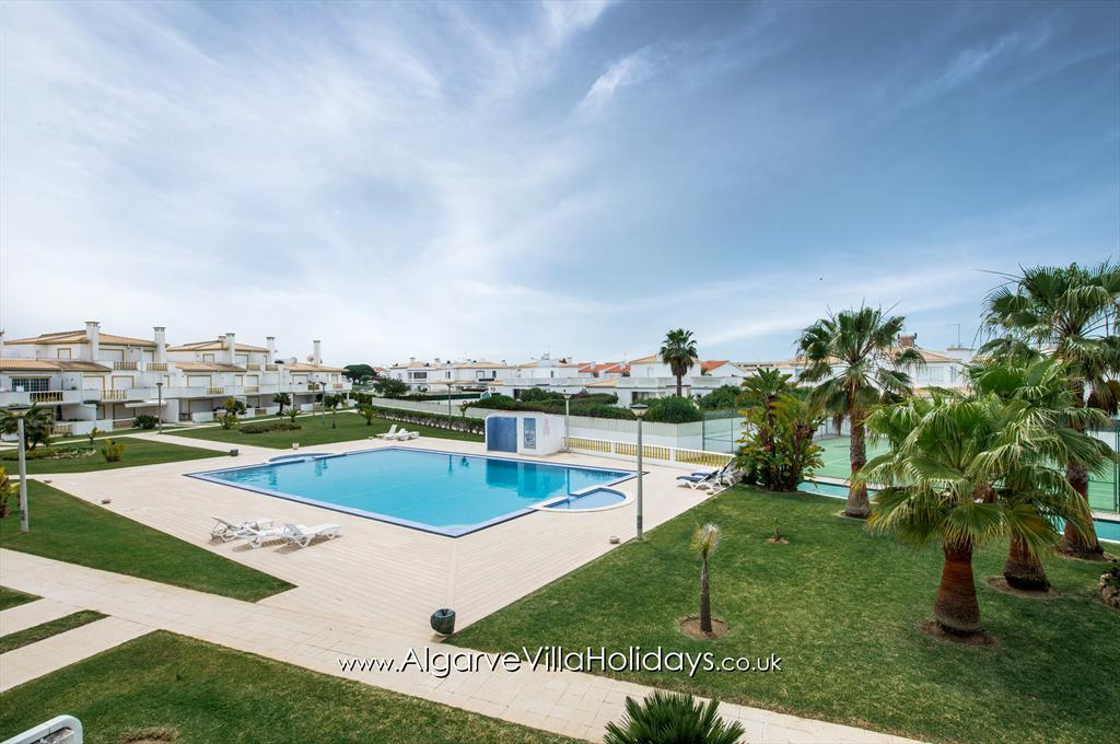 Apartment AG O Monte, Beautiful and cheerful apartment in Galé, on the Algarve, Portugal for 6 persons. The apartment is situated in a.....