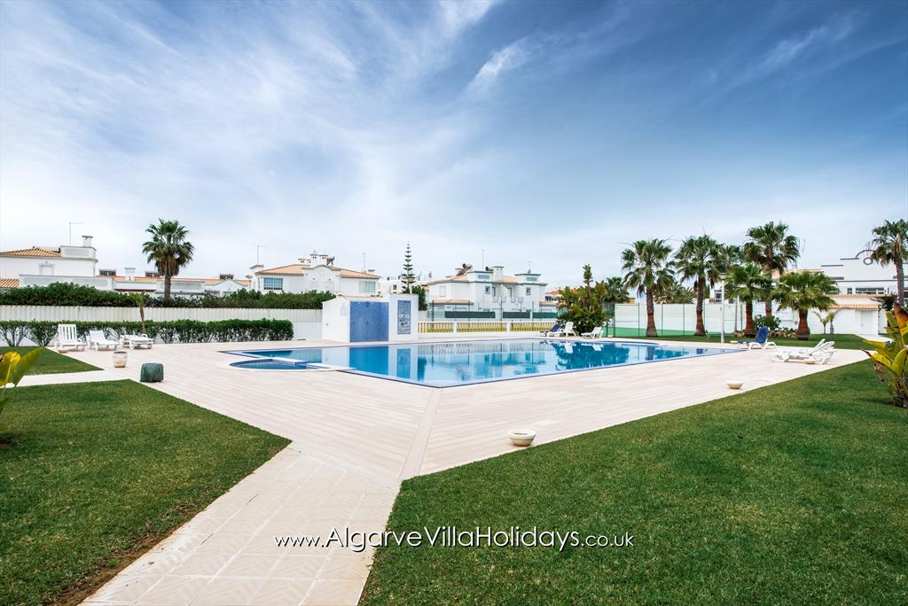 Apartment A O Monte, Lovely and comfortable apartment  with communal pool in Galé, on the Algarve, Portugal for 6 persons.....