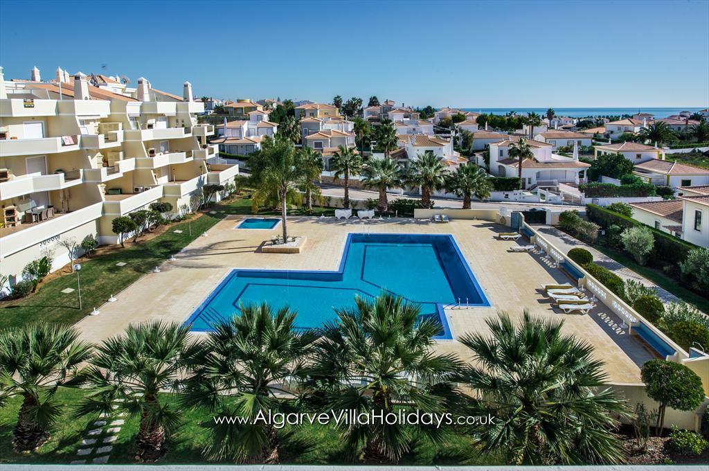 Apartment Rosal 3, Beautiful and comfortable apartment in São Rafael with spectacular sea views, on the Algarve, Portugal with communal.....